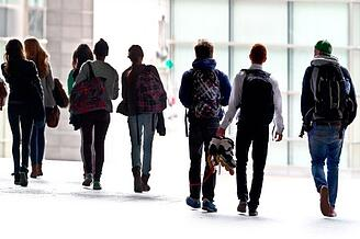 group_of_students_walking_into_universit_450